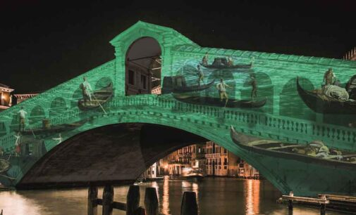 """Il """"Natale di Luce 2020"""" tinge d'arte il Ponte di Rialto verso i 1600 anni di Venezia"""