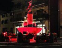 A Nemi La fontana della Diana, si accende di rosso
