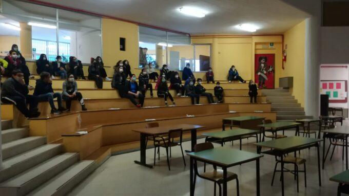 """Velletri – La classi terze della """"Clemente Cardinali"""" a teatro di legalità"""