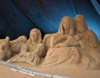Natale 2020, inaugurato il presepe di sabbia a Torvaianica nei giardini di piazza Italia
