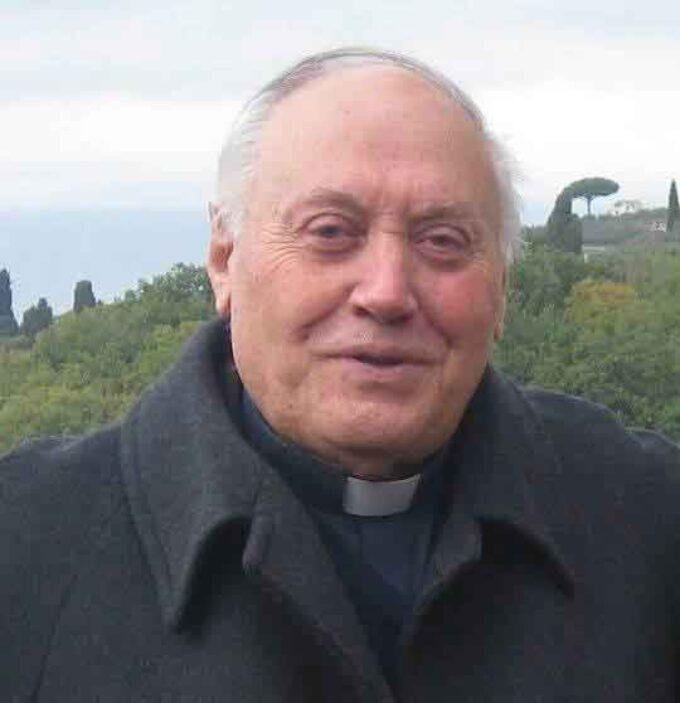 Cori piange don Ottaviano Maurizi