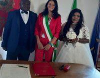 """Valmontone, Owa e Okoro sposi. Mujic: """"esempio di integrazione sul territorio"""""""