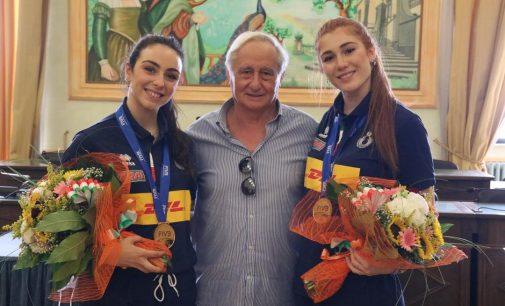 La città rende omaggio alle sue due atlete mondiali nella pallavolo Under 20