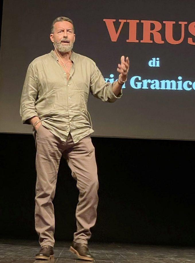 """Le Pandemie nella storia. Arriva """"Virus"""", uno spettacolo reportage"""