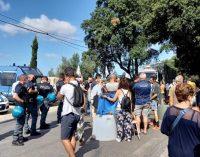 ALBANO ‒ DALLA DISCARICA DI RONCIGLIANO  TIR BLOCCATO SULLA STRADA ‒ MASSICCIA PRESENZA DELLA POLIZIA