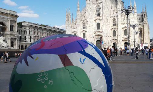 """Milano – """"WePlanet – 100 globi per un futuro sostenibile""""."""