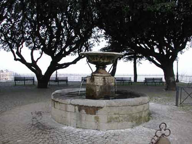 http://www.controluce.it/vecchio/images/stories/Monte_Compatri/monumenti/belvedere1.jpg